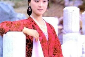 王熙凤不像其他太太奶奶只管自己仍是诚心顾了贾府的