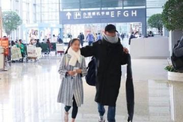 文章与11岁女儿爱马稀有同框文章伸手帮女儿挡镜头超级暖